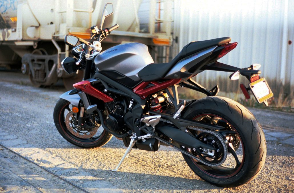 triumph street triple 1050 rs